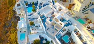 Santorinis Poollandschaft